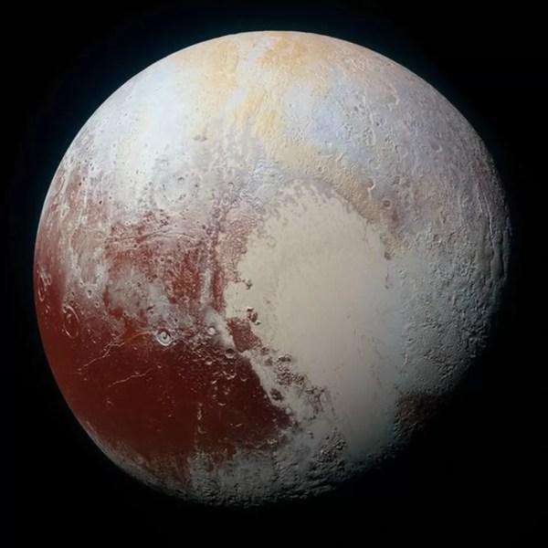 Objetos estariam para além de Plutão, que a União Astronômica Internacional deixou de considerar planeta em 2006 — Foto: Nasa/BBC