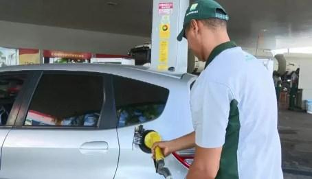 Em Rio Branco, o litro da gasolina varia de R$ 4,48 a R$ 4,75. Alguns postos chegam a oferecer desconto no pagamento em dinheiro (Foto: Reprodução/Rede Amazônica Acre)