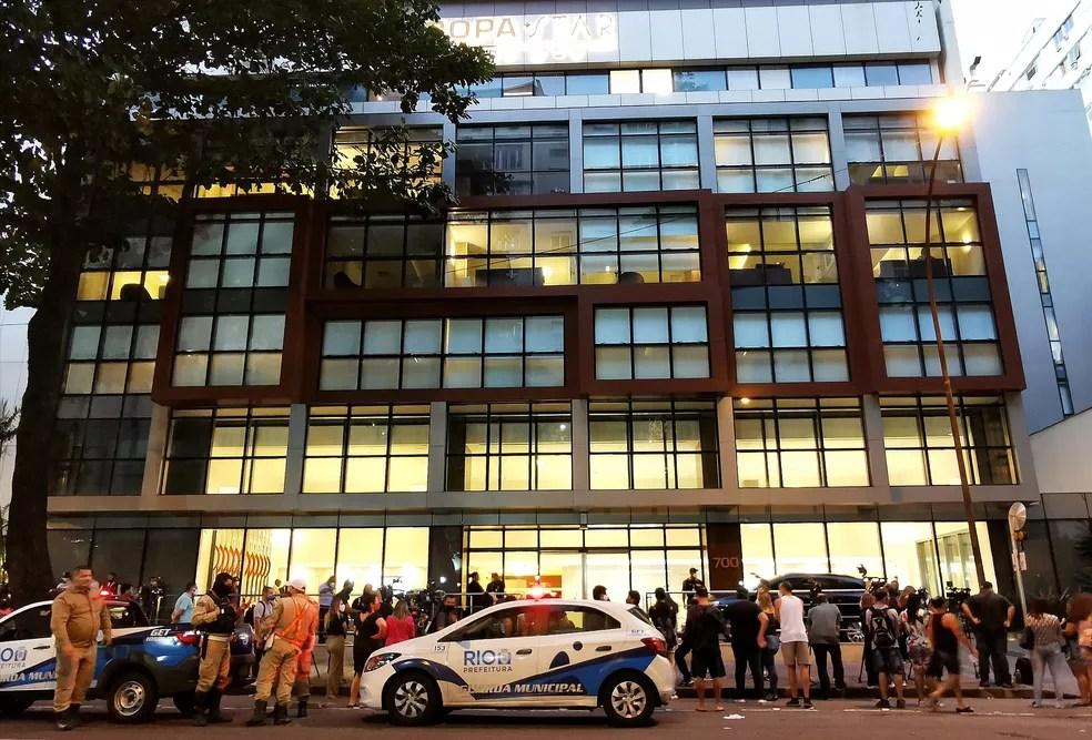 Hospital onde está internado Paulo Gustavo em Copacabana teve movimentação intensa nesta terça — Foto: Marcos Serra Lima/G1