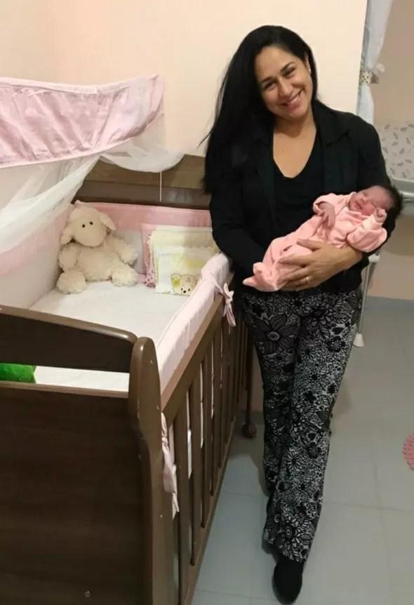 Heloísa chegou ao hospital com fortes dores e recebeu alta minutos antes de dar à luz (Foto: Arquivo Pessoal)