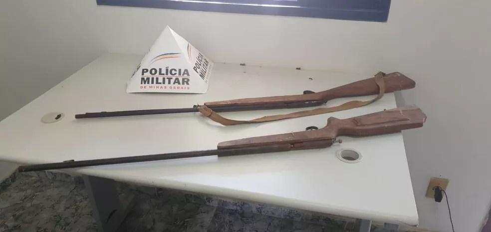 Armas apreendidas pela PM no local — Foto: Polícia Militar / Divulgação
