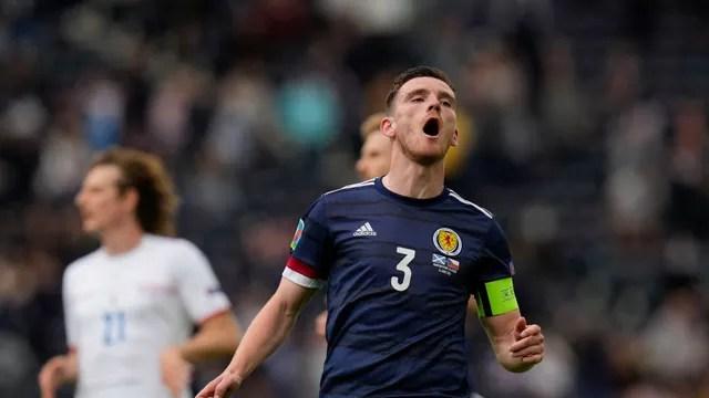 Robertson lamenta gol sofrido pela Escócia diante da República Tcheca