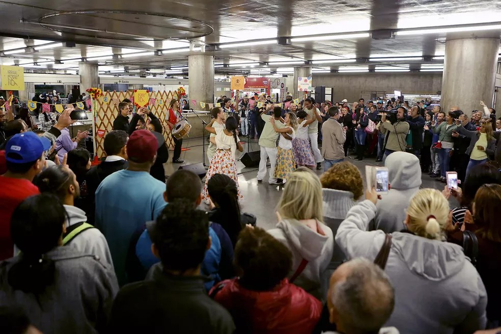 Forró na estação Sé do Metrô (Foto: Fernando Pilatos)