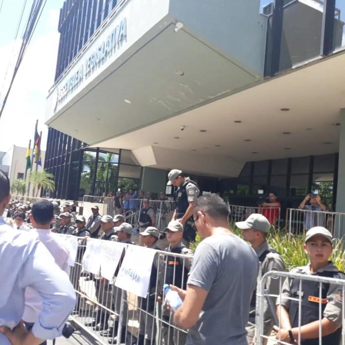 Sindicatos criticaram isolamento da Aleac durante votação da Reforma — Foto: Iryá Rodrigues/G1