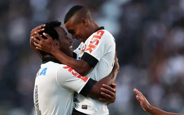 Gil comemora, Corinthians x Flamengo (Foto: Marcos Ribolli)
