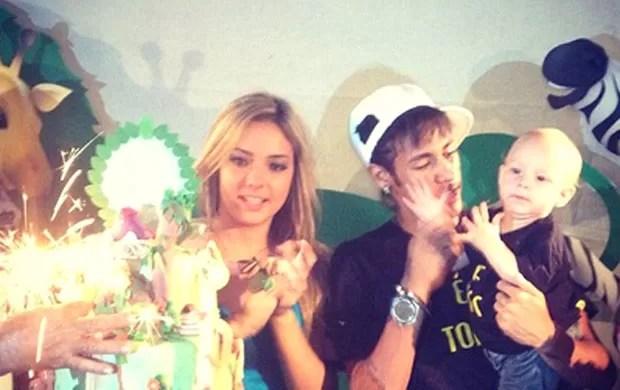 Neymar, Davi Lucca e a mãe Carolina (Foto: Reprodução / Twitter)