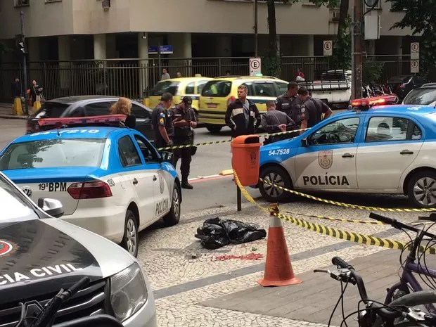 Homem morreu ao cair de apartamento na Figueiredo Magalhães, em Copacabana (Foto: Fernanda Rouvenat/G1)