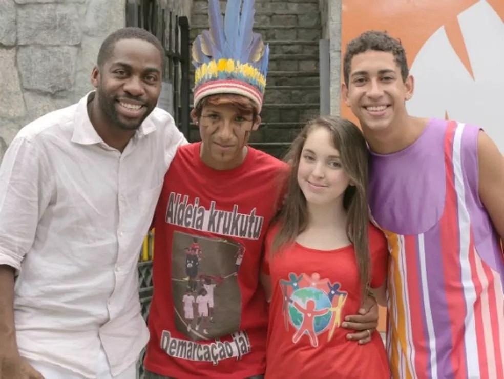 Lucas, o primeiro da direita para a esquerda, fez o vídeo vencedor do Click Esperança do ano passado (Foto: Divulgação)
