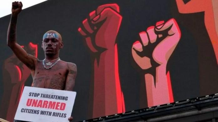 Associação de anatomistas da Nigéria faz lobby por mudança na lei que garanta que os necrotérios obtenham registros históricos completos dos corpos doados às escolas — Foto: AFP/BBC