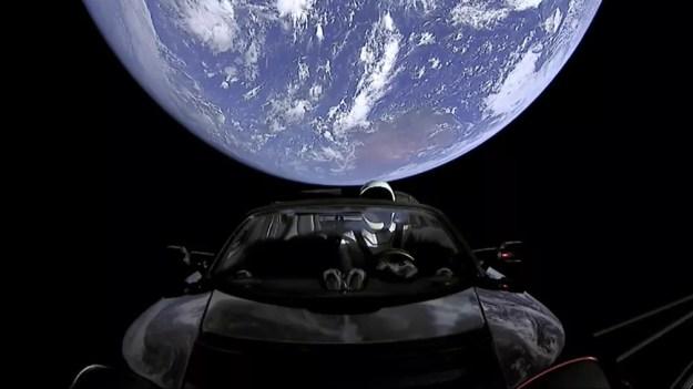 Tesla Roadster levará 6 meses para se aproximar de Marte (Foto: SpaceX via AP)