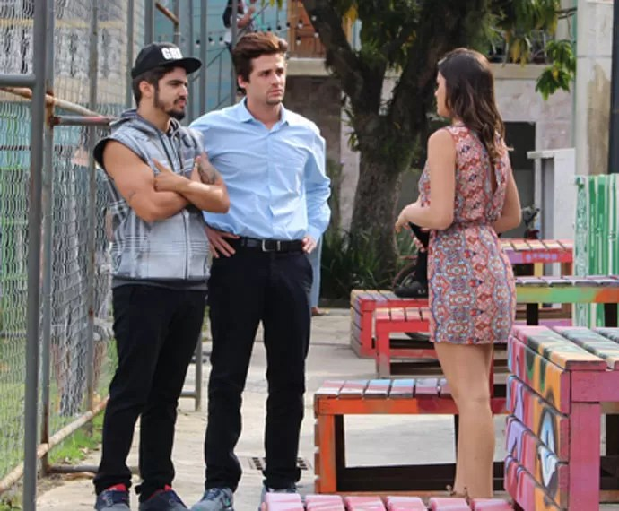 Grego, Lindomar e Mari conversam sobre bala (Foto: Karen Fideles/Gshow)