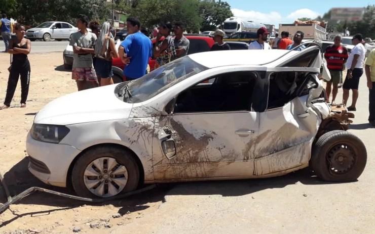 Um dos carros que foi atingido pela carreta no acidente em Seabra, na Chapada Diamantina — Foto: Nilson Santos/Blog Liberdade Bom Sucesso