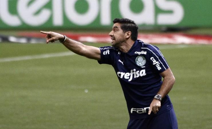 Abel Ferreira tem encarado uma maratona desde a chegada ao Palmeiras — Foto: Marcos Ribolli