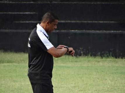 Mauro Fernandes pensa em reforços para o Central (Foto: Lafaete Vaz / GloboEsporte.com)