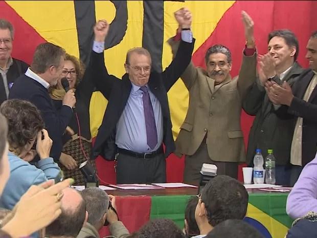 Tarso Genro participa da convenção do PT (Foto: Reprodução/RBS TV)