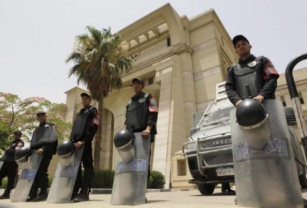 G1 - Justiça egípcia invalida Senado e Comissão ...