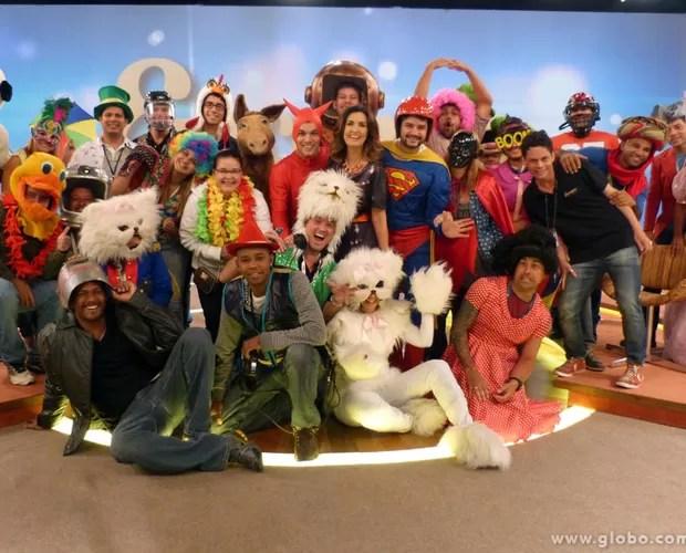 Ao final da gravação, todos posaram para foto com a apresentadora (Foto: Encontro com Fátima Bernardes/TV Globo)