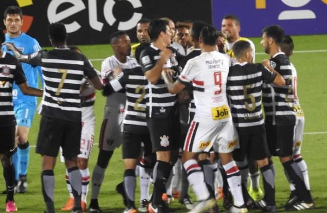 Corinthians x São Paulo teve confusão durante a final em Orlando (Foto: Marcelo Braga)
