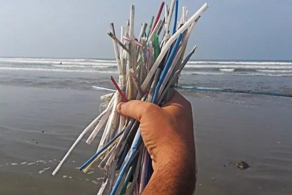Segundo especialista, já se fala na ciência sobre as marcas geológicas deixadas pelo plástico nos oceanos (Foto: Ecosurf/Divulgação)