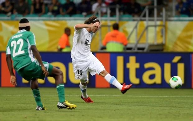Forlan gol, Nigéria x Uruguai (Foto: Reuters)