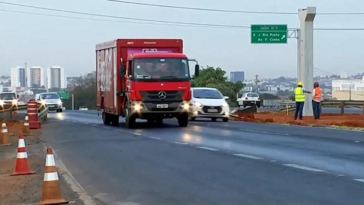 Trecho da rodovia que será interditado durante dois dias em Rio Preto (Foto: Reprodução/TV TEM)