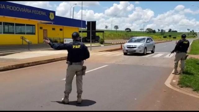 PRF realiza fiscalizações nas estradas federais de MS, após fuga de integrantes de facção criminosa na fronteira com o Paraguai — Foto: PRF-MS/Divulgação