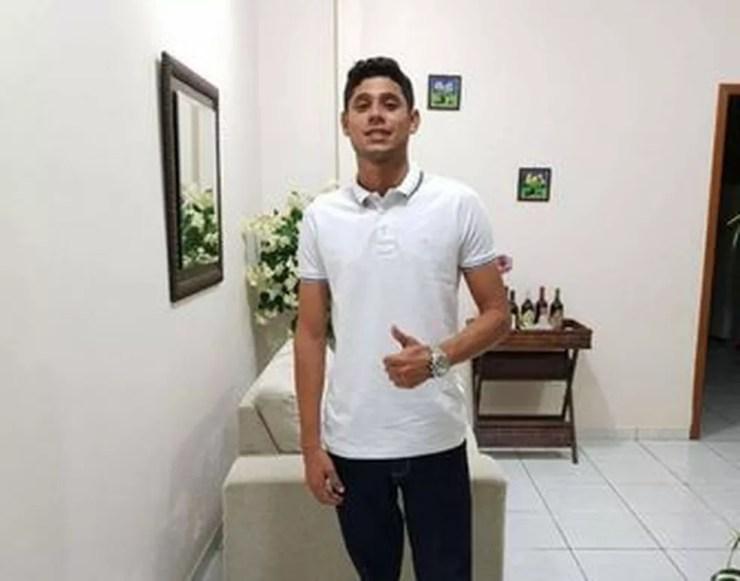 Jorgeney Nunes de Araújo, de 29 anos, foi morto ao ser atingido por disparos de arma de fogo, em uma quadra de esportes onde ocorria uma partida de futebol — Foto: Reprodução/Facebook