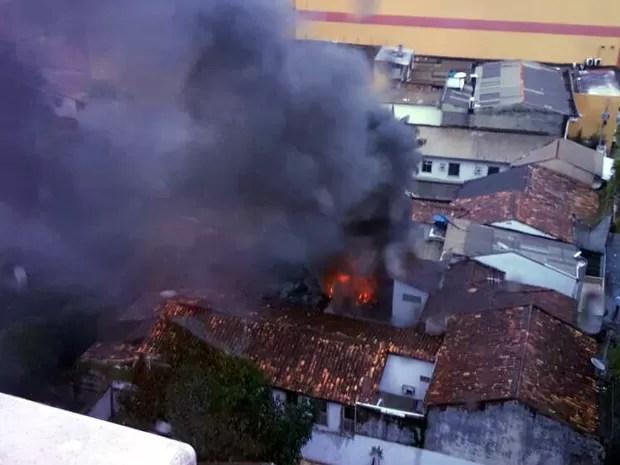 Segundo testemunhas, fogo começou por volta de 16h (Foto: Amanda Campos/ Arquivo Pessoal)
