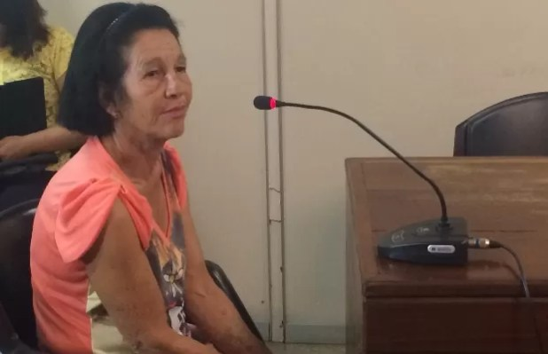 Mãe de vítima de suposto serial killer pede Justiça em audiência em Goiânia, Goiás (Foto: Vitor Santana/G1)