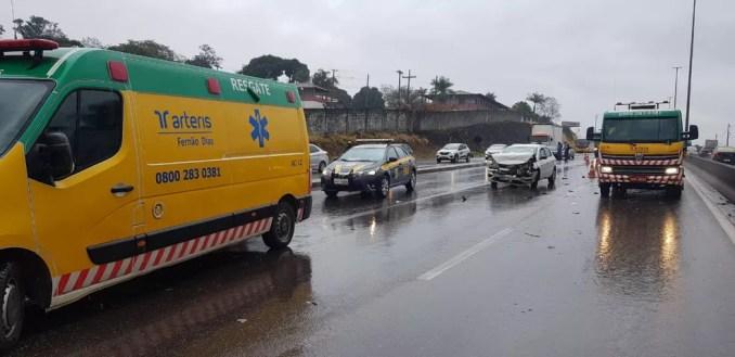 Acidente na BR-381, em Betim, na manhã deste sábado (22) — Foto: Corpo de Bombeiros/Divulgação