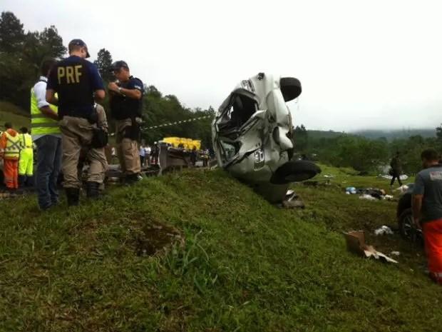 Acidente envolveu oito veículos na BR-376 (Foto: Fernando Parracho/RPC TV)