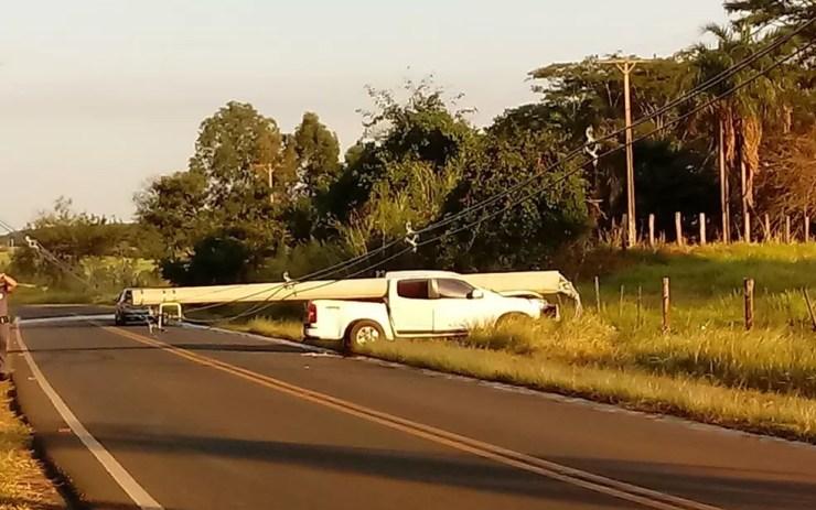 Idoso perdeu o controle da direção da caminhonete (Foto: Arquivo Pessoal)