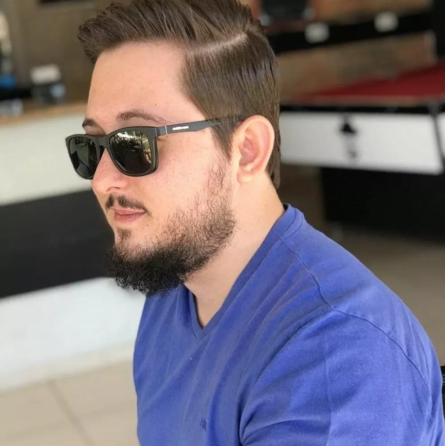 Professor Cristiano Liell, de 28 anos, morreu nesta sexta-feira (16) vítima da Covid-19 em Mato Grosso — Foto: Facebook