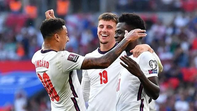 Lingard, Mount e Saka comemoram gol da Inglaterra