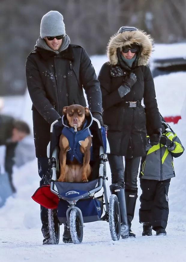 Gisele Bundchen, Tom Brady, o filho Benjamin e a cadela Lua