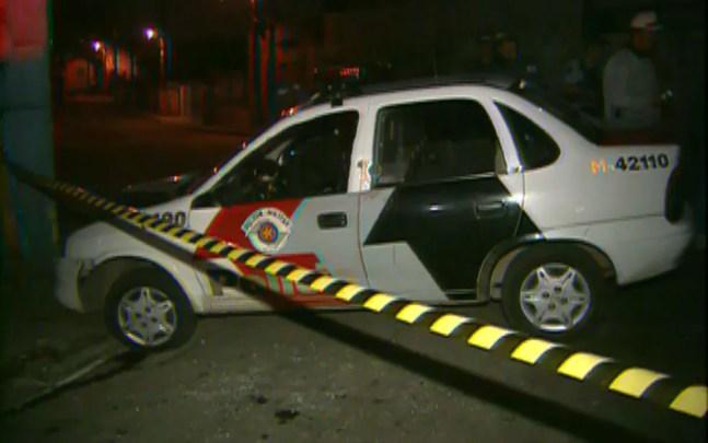 Carro da Polícia Militar atacado durante onda de violência no estado de São Paulo, em maio de 2006 — Foto: Reprodução TV Globo