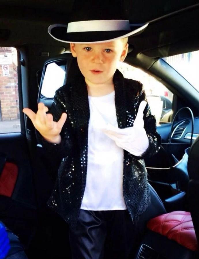 Filho de Rooney vestido de Michael Jackson (Foto: Reprodução/Twitter)