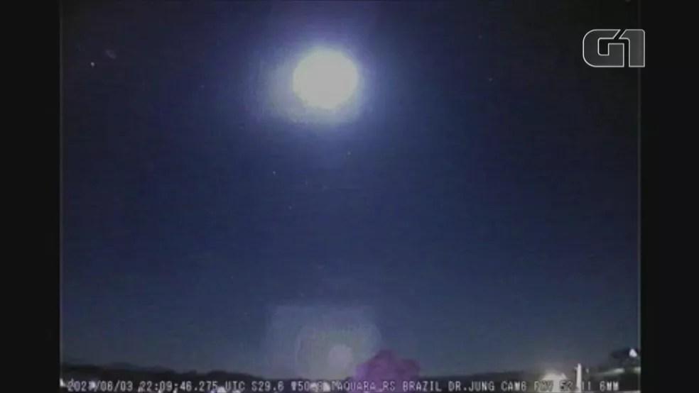 Meteoro em seu momento mais luminoso atingiu a magnitude -12.5, equivalente ao brilho de uma Lua Cheia. — Foto: Observatório Espacial Heller&Jung/Divulgação