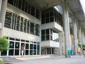 Biblioteca Central  da UFPB irá digitalizar mais de 10 mil teses e dissertações (Foto: Felipe Gesteira/Jornal da Paraíba)