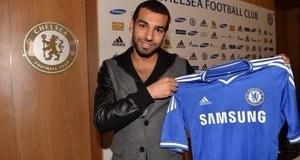 Mohamed Salah é apresentado no Chelsea (Foto: Reprodução / Site Oficial)