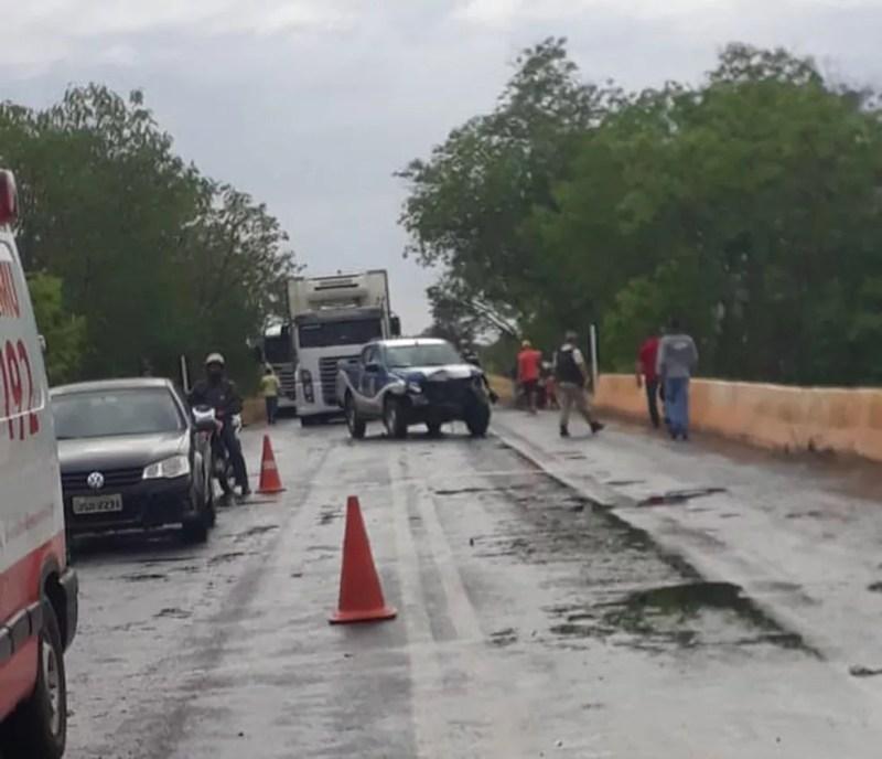 Motorista morre e policiais ficam feridos após carro colisão entre carro e viatura na BA — Foto: Divulgação/Polícia Civil