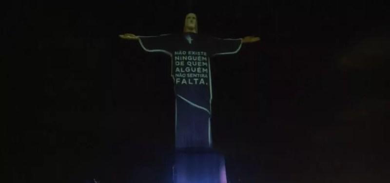 Mensagem de homenagem às vítimas da Covid-19 no Cristo Redentor — Foto: Reprodução/TV Globo