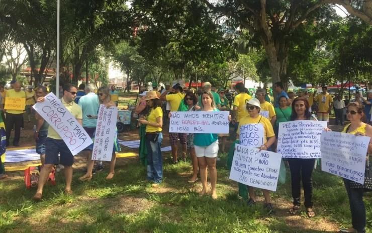 Grupo faz protesto a favor da Lava Jato e contra a reforma da Previdência, em Goiás (Foto: Murillo Velasco/G1)