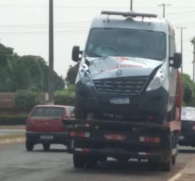 Guicho retirou a ambulância do local do acidente — Foto: Divulgação