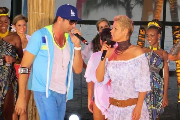 Xuxa e Latino no Especial de Verão (Foto: Divulgação / TV Xuxa)