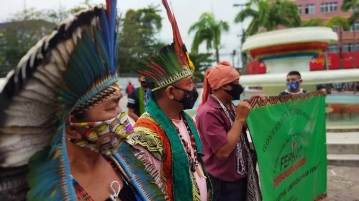 Indígenas protestam contra PL que modifica demarcação de terras — Foto: Cassius Afonso/Rede Amazônica Acre