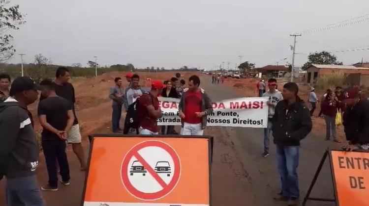 Moradores fecharam rodovia em MT no final de agosto. — Foto: TVCA/Reprodução