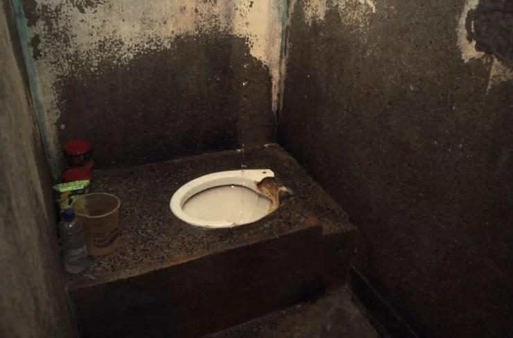 Vaso sanitário de detentos do Complexo Penitenciário da Papuda, em Brasília (Foto: Ministério Público/Divulgação)