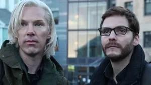 Ao fundar o polêmico website Wikileaks, Julian Assange contou com o apoio do amigo Daniel Domscheit-Berg. Com o crescimento do site e do grau de influência de Assange, a relação entre os dois acabou bastante abalada.