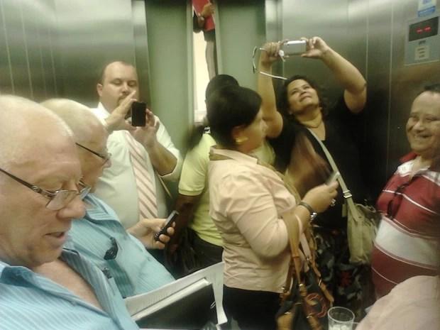 Seis pessoas ficaram presas no elevador na tarde desta quarta-feira (24) (Foto: Alexandre Foscardo/Arquivo Pessoal )